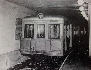 地下鉄御堂筋線開業当時の様子1