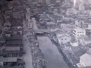 昭和の頃に埋め立てられた南北に流れる西横堀川