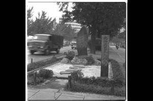 御堂筋沿いの石碑